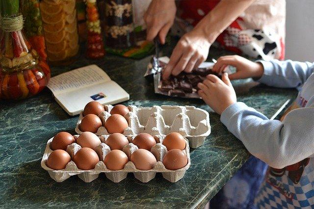 Cuisiner de bons petits plats en famille