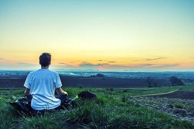 Méditer au quotidien pour rester optimiste en période difficile