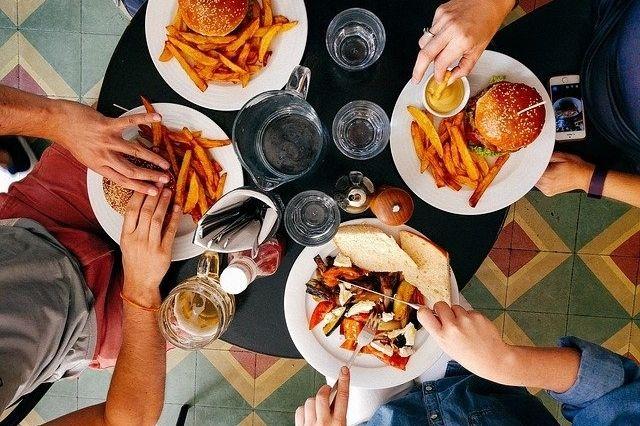 éviter de trop manger à l'extérieur pour maigrir