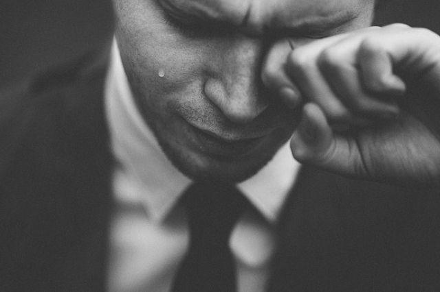 un hypersensible pleure facilement